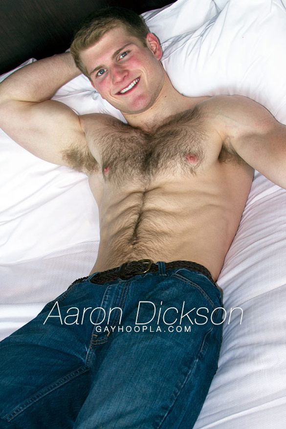GayHoopla: Aaron Dickinson rubs one out